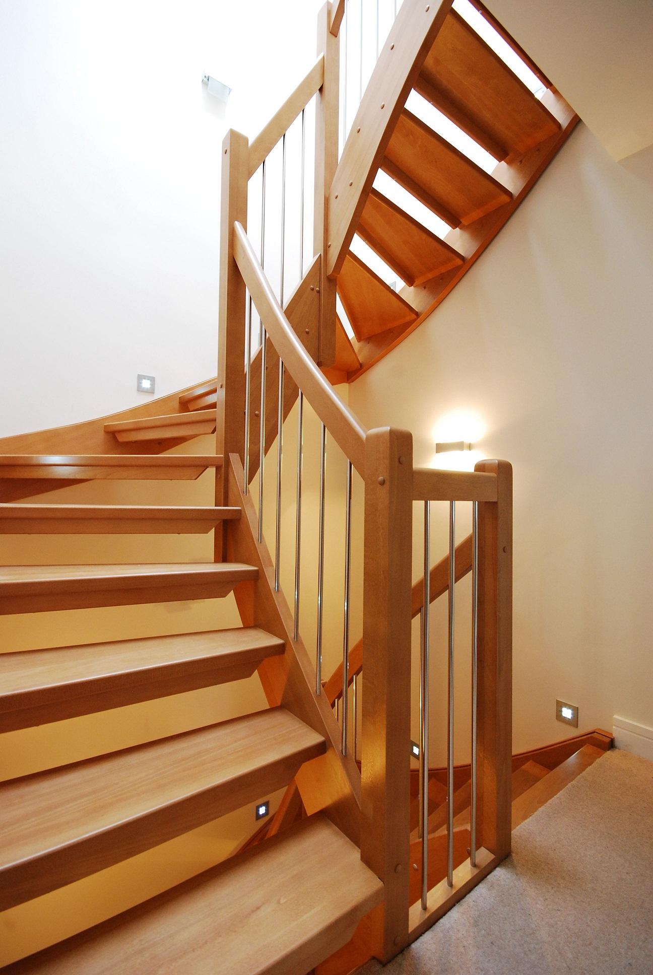 Как сделать деревянную лестницу с широкими ступенями
