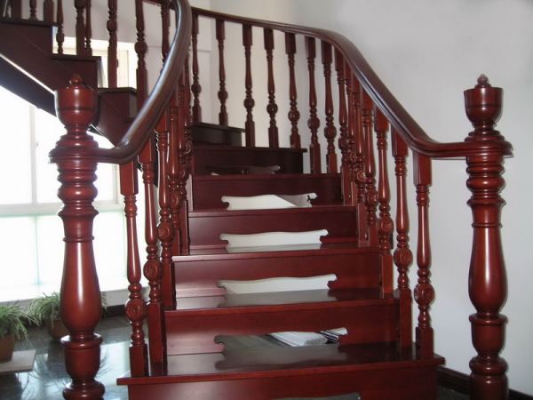 Solid-Wood-Staircase