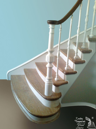 Комбинированная лестница: темно-коричневые поручни, светло-коричневые ступени и белые балясины.